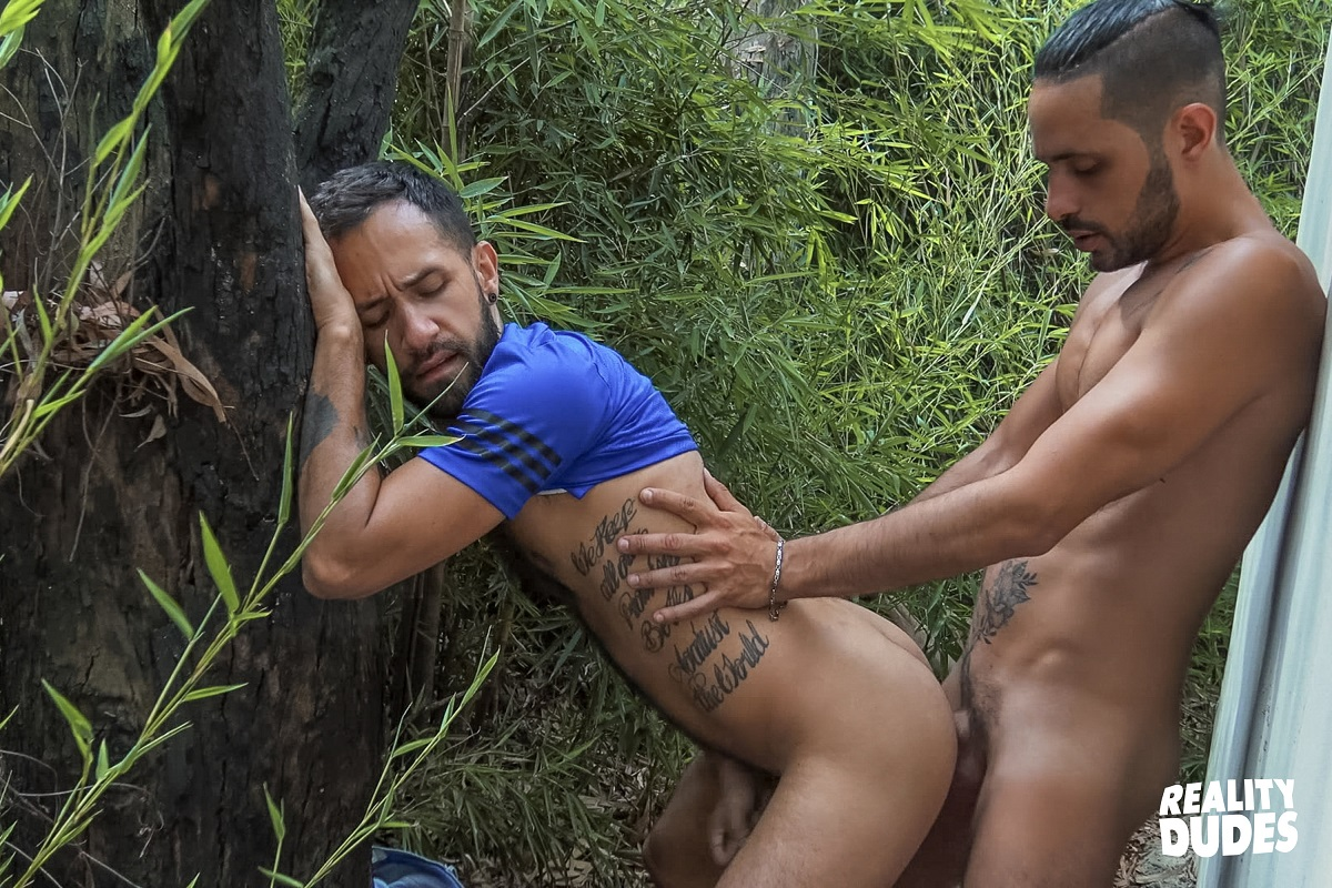 RealityDudes: Dudes In Public 68: Behind The Shed – Milo, Julio (Bareback)